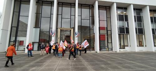 Réforme des retraites : les avocats du barreau des Ardennes...