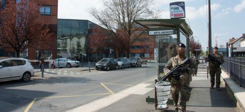 Les militaires du 3e RG resteront mobilisés autour de l'hôpital...