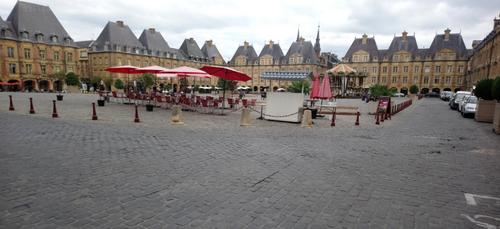 La Place Ducale fermée aux voitures tout l'été à Charleville
