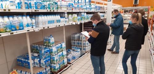 Les agriculteurs vérifient les prix dans les supermarchés des Ardennes