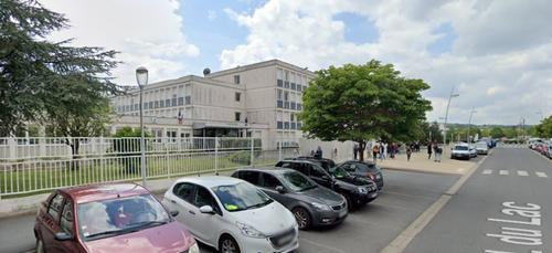 150 lycéens manifestent devant le lycée Pierre Bayle de Sedan