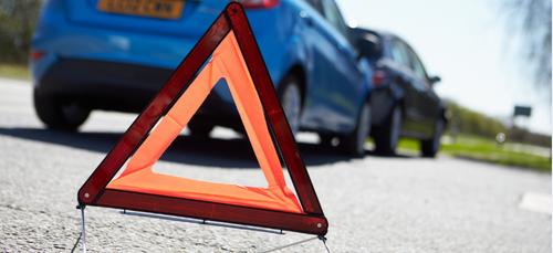 Accident entre 2 voitures à Sedan