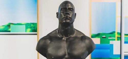 10 statues numérotées de Booba bientôt en vente en édition limitée...