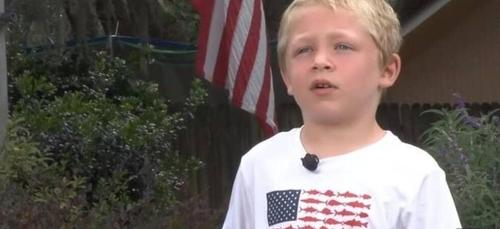 Un enfant de 7 ans nage pendant une heure pour sauver sa famille de...