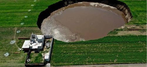 Mexique : un énorme gouffre est apparu inopinément et continue de...