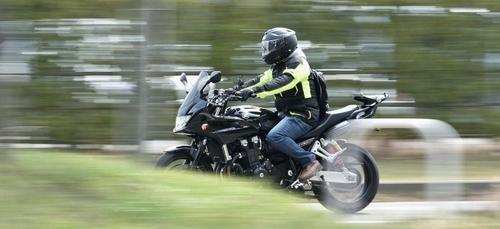 Flashé à 217km/h, un motard ne voulait pas que ses glaces fondent !