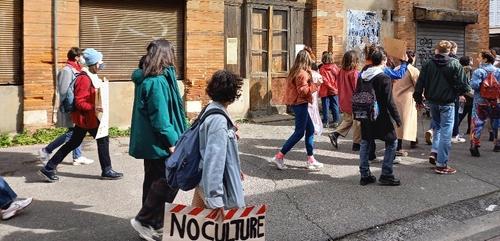 Toulouse. De jeunes artistes ont manifesté en soutien au Pavillon...