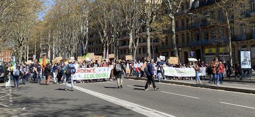 Toulouse. 1 200 personnes ont manifesté pour une loi Climat plus...