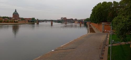 Les quais de la Garonne restent fermés dans le centre de Toulouse,...