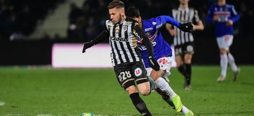 Un footballeur algérien arrêté après avoir été surpris en train de...