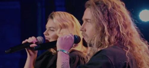 """""""Aline"""" : quand Julien Doré et Louane rendent hommage au chanteur..."""