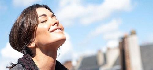 """""""Résister"""" : Jenifer fait son grand retour avec un nouveau single"""