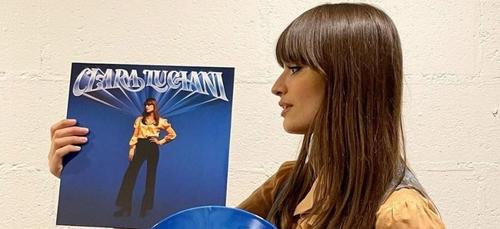 """Clara Luciani : les chiffres phénoménaux de son dernier album """"Coeur"""""""