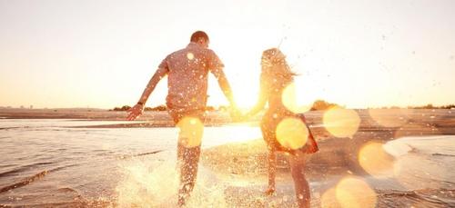 Couple : qu'est-ce qui nous pousse dans les bras de l'être aimé ?