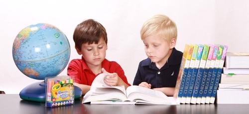 Coup de pouce : aider chaque enfant à apprendre à lire
