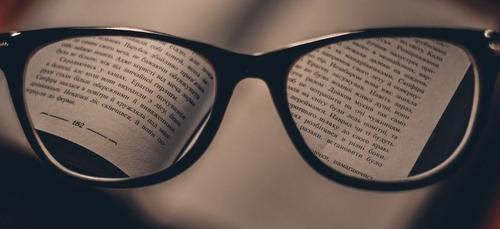 Des bibliothécaires font la lecture aux confinés par téléphone
