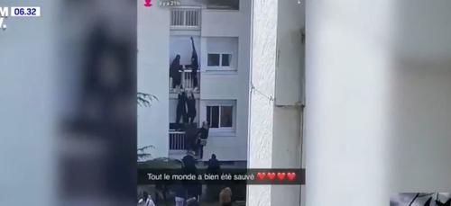 Des jeunes escaladent un mur pour sauver une famille en proie aux...