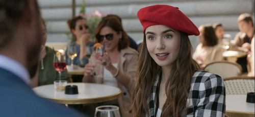 Emily in Paris : les premières images de la saison 2 dans le sud de...